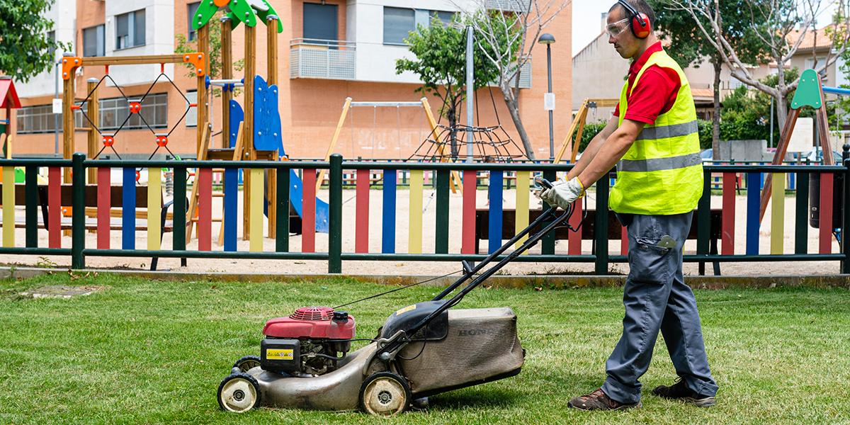 Realizamos servicios de medioambiente: jardinería y limpieza de zonsas verdes